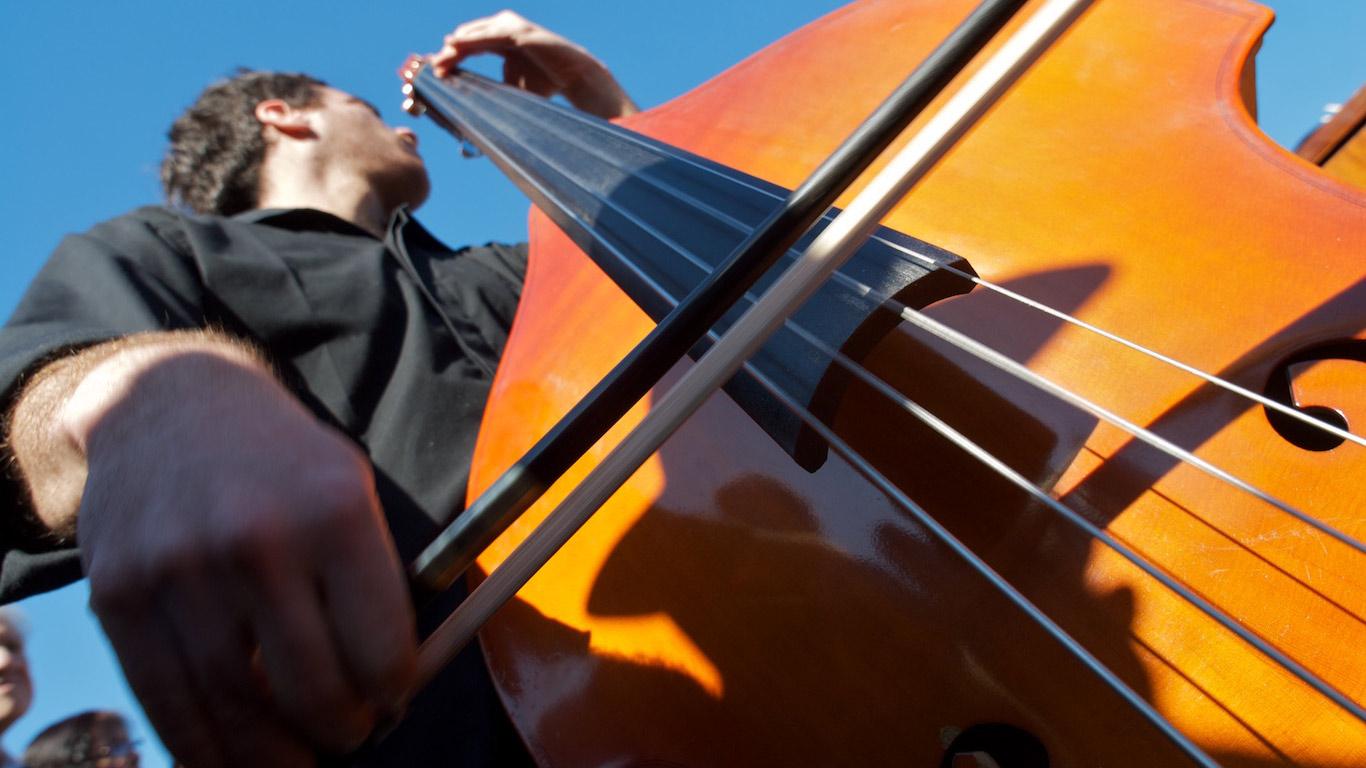 Bass playing tango at Carlos Gardel's tomb