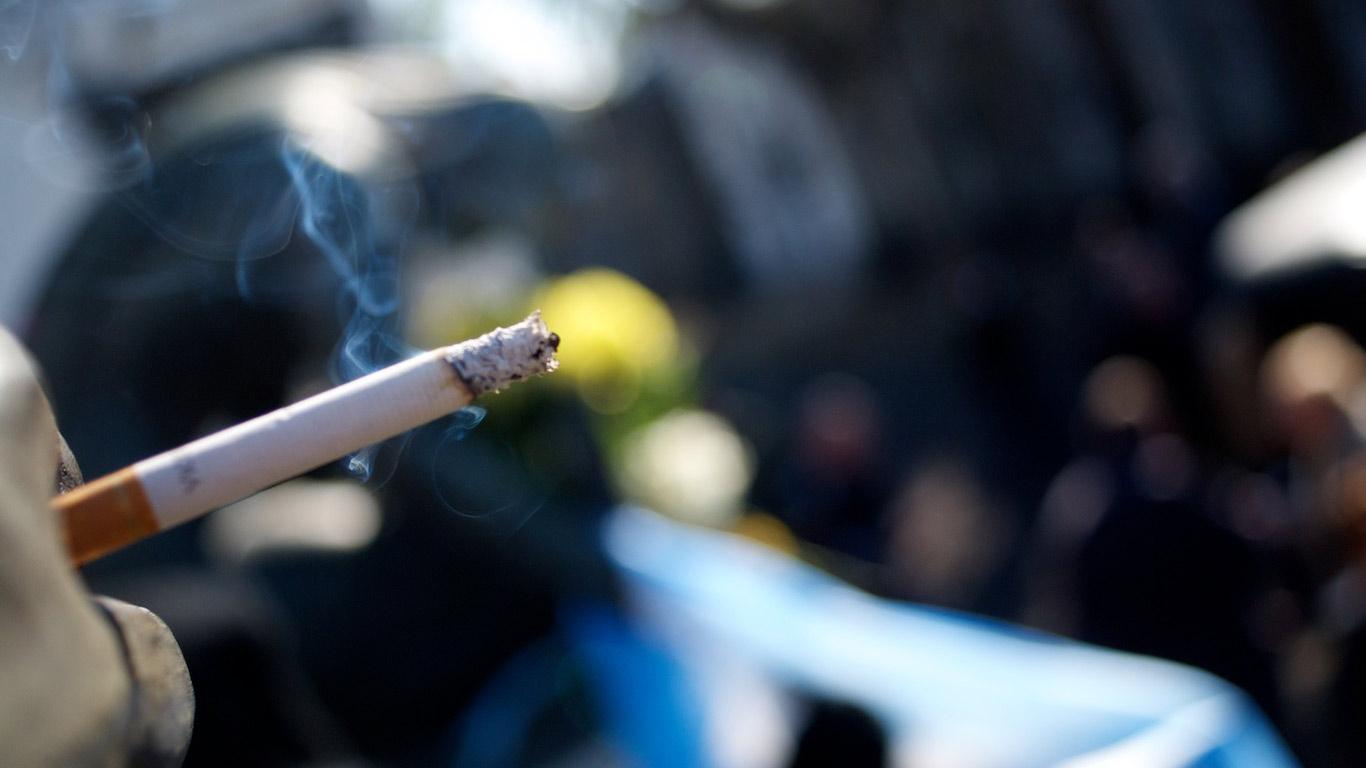 The cigarette in Carlos Gardel's 'hand'