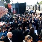 Applause at Carlos Gardel's tomb